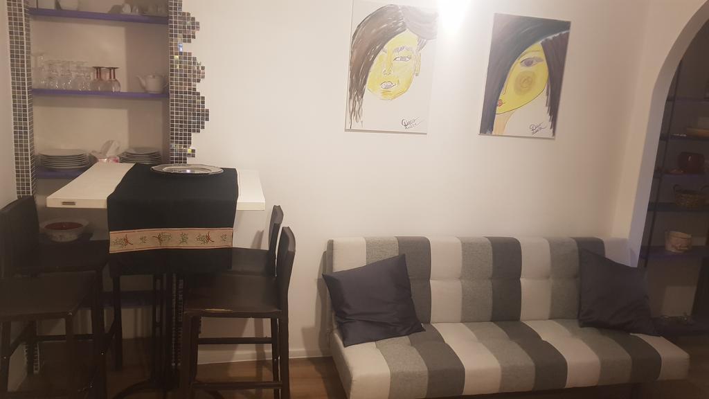 Amazing view Universitate Square- M&M art deco 2 rooms apartment București