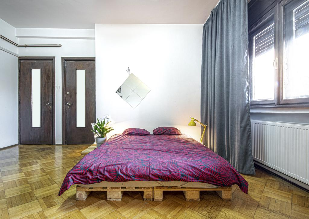 City Center Quiet Private Double Room in a shared apartment București
