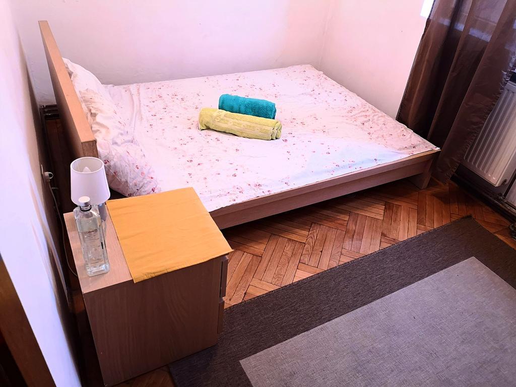 Retro Art Deco Apartment București