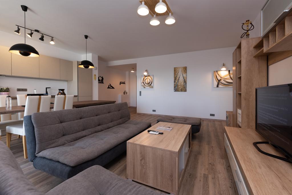 Ultimate Family Suite București